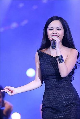 Bà mẹ một con Phạm Quỳnh Anh ngày càng xinh đẹp mặn mà. Cô cũng nhanh chóng giảm cân và lấy lại được đường cong gợi cảm. Theo Khampha.vn.