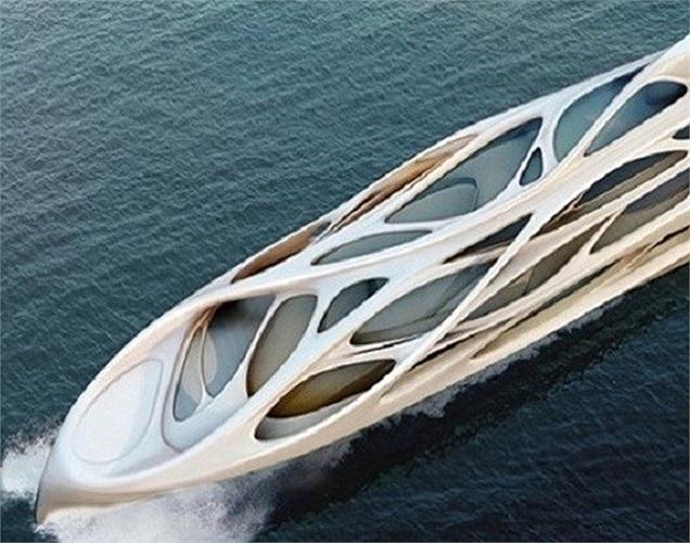Theo thiết kế đầu tiên thì con tàu có chiều dài thân 128 mét, hình dạng boong tàu hình mái vòm với những kiểu dáng uốn lượn như mạng nhện tuân theo các nguyên lý về khí động học làm tăng cường độ vững chắc cho con tàu. Mũi và thân làm bằng kim loại tổng hợp tránh những sự cố rủi ro như những con tàu trong quá khứ.