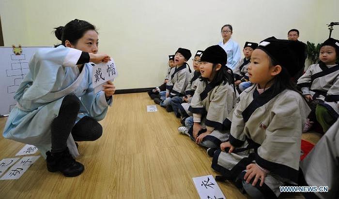 Tại khoá học lần này, học sinh được mặc những bộ trang phục từ đời nhà Hán.