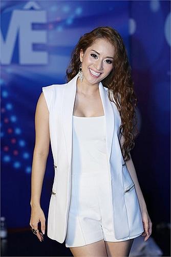 Nữ kiện tướng dancesport ngày càng nhận được nhiều khen ngợi trong vai trò MC.
