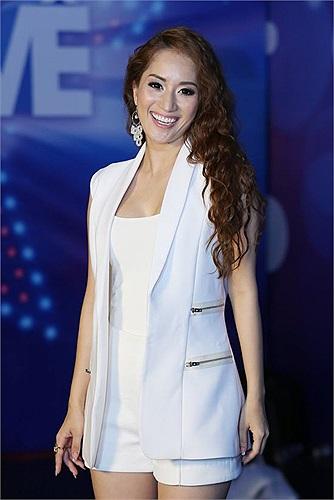 Cô dẫn chuyên nghiệp và thu hút hơn rất nhiều so với những livshow đầu tiên.