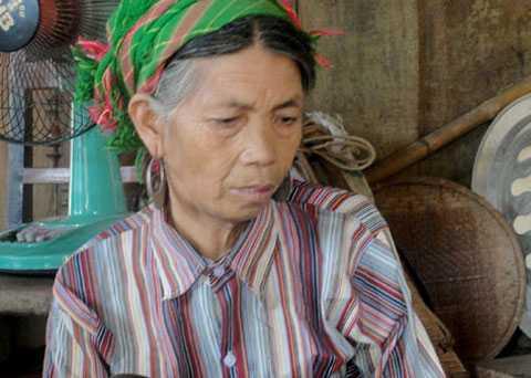 Bà Di - mẹ của 2 con trai chết vì ngộ độc rượu. (Ảnh: báo Lào Cai)