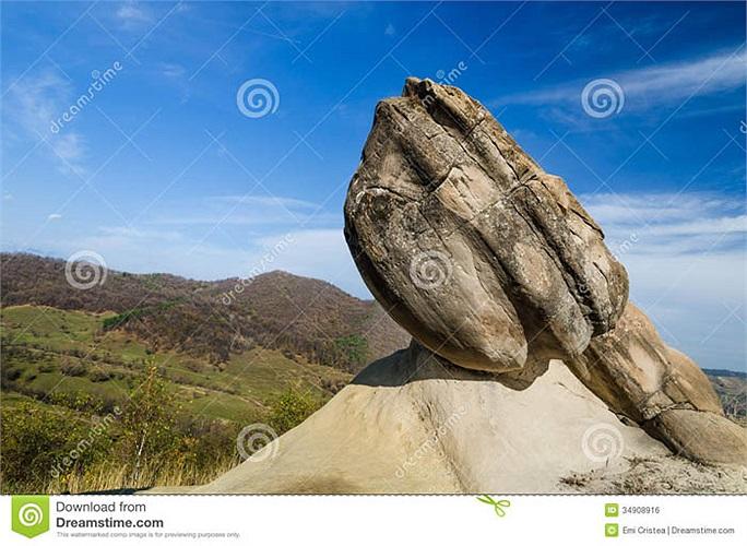Trovants là loại đá bí ẩn nhất thế giới, khiến các nhà khoa học hết sức quan tâm.