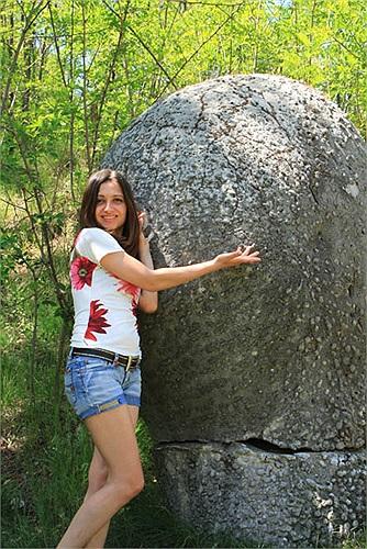 Có những tảng đã đã lớn gấp đôi so với kích cỡ ban đầu. Những tảng đá lớn có thể phình thêm chu vi cả mét.