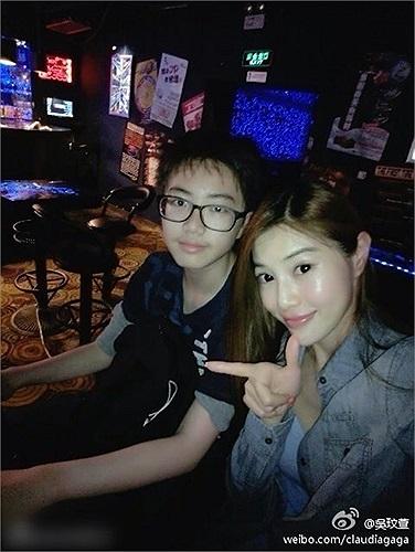 Ngô Mân Huyên thường xuyên chụp hình cùng con trai cô