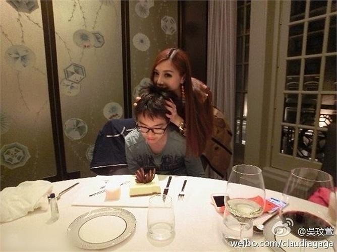 Loạt ảnh mẹ con Ngô Mân Huyên đang gây sốt ở Đài Loan