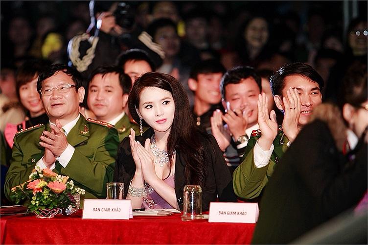 Cô cho biết công việc dẫn chương trình chính là đam mê từ rất lâu cho nên cô không ngần ngại bỏ lỡ cơ hội ngàn vàng của mình sau khi đại diện VN tham dự Miss World 2014 để tập trung cho việc học thay vì xuất hiện trên thông và chạy show như những người khác.