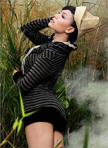Tuy nhiên cô thường xuyên 'thiêu đốt' các trang bìa tạp chí bằng những bộ ảnh nóng bỏng.