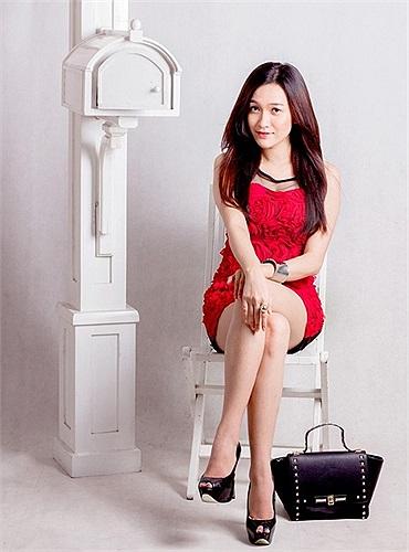 Sở hữu chiều cao vượt trội 1m70, Mi Băng vốn được xem là một hotgirl. Cô cũng sở hữu vóc dáng mỹ miều với những đường cong hút mắt.