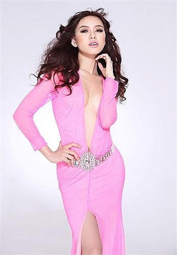 Vũ Hoàng Điệp được lựa chọn là người đẹp Việt Nam đăng quang tại cuộc thi Nữ hoàng sắc đẹp quốc tế 2009 được tổ chức tại Bắc Kinh, Trung Quốc.