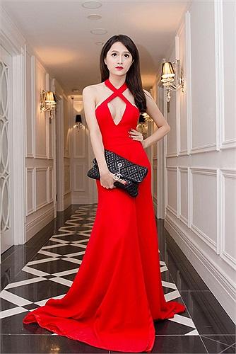 So với nhiều ngôi sao chuyển giới ở Việt Nam, Hương Giang sở hữu vẻ đẹp sexy hơn cả.