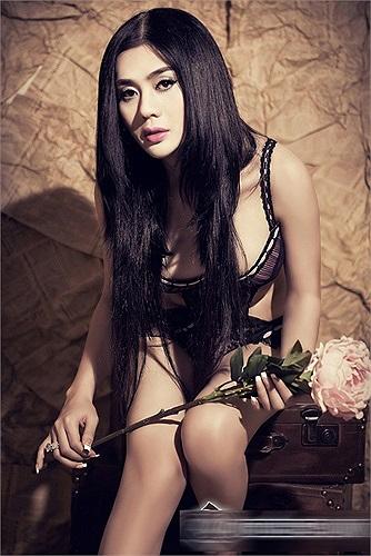 Đặc biệt trước liveshow của riêng mình,Lâm Chi Khanh tung ra liên tiếp hai bộ ảnh nội y gây xôn xao.