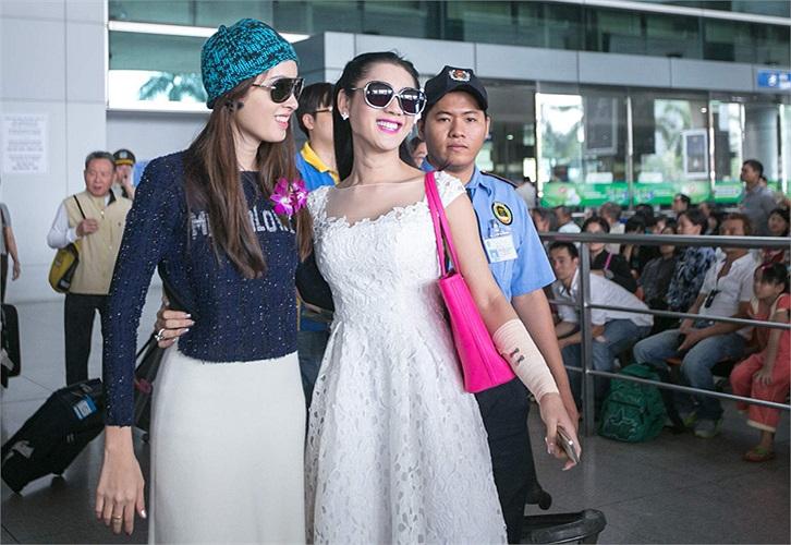 Vừa ra khỏi cửa check out, cô đã vô cùng bất ngờ trước tình cảm và sự chào đón của Lâm Chi Khanh và giới truyền thông.