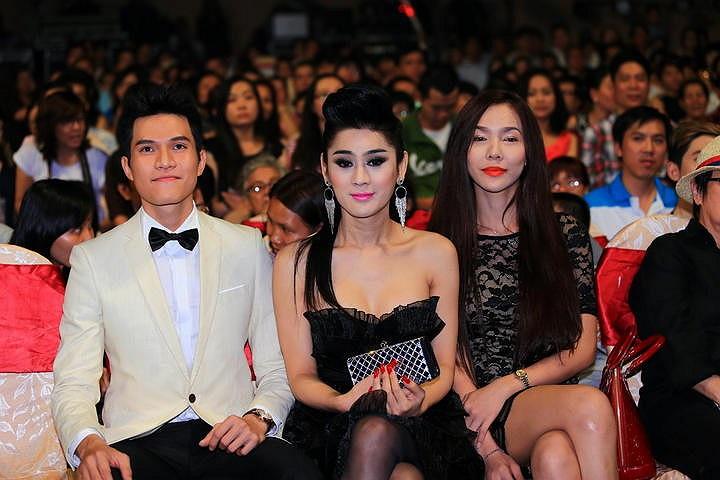 Đi xem liveshow Dấu Ấn của nữ ca sỹ Thanh Thảo, Lâm Chi Khanh đã xuất hiện cùng 'trai lạ'.