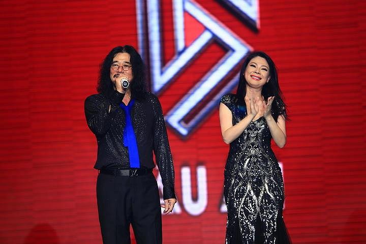 Khắc Triệu xuất hiện cùng Thanh Thảo trong liveshow.