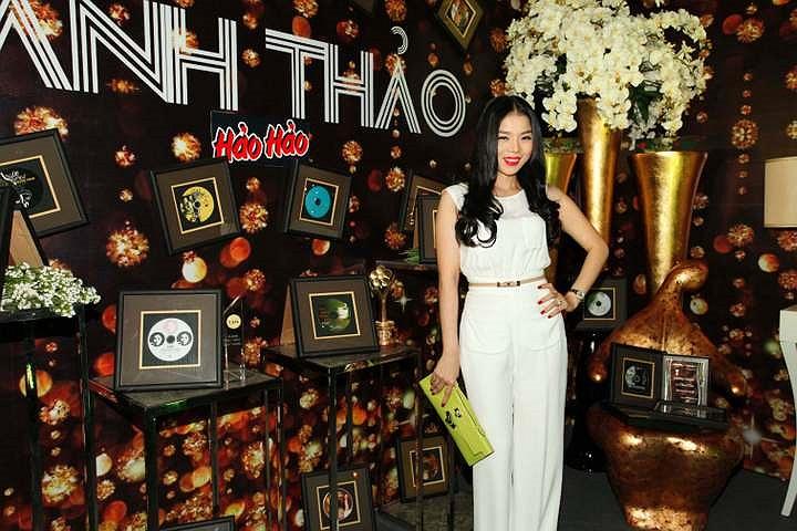 Ca sỹ Lệ Quyên cũng đến chúc mừng liveshow Thanh Thảo thành công.
