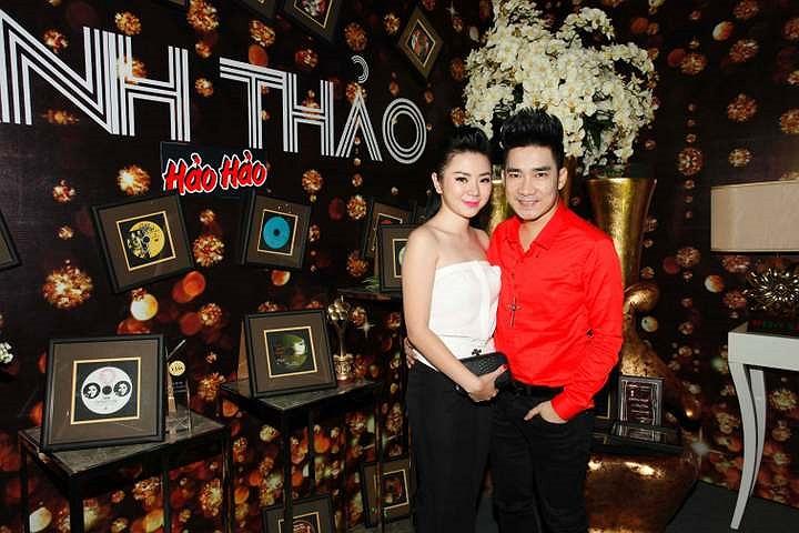 Quang Hà cùng bạn gái.