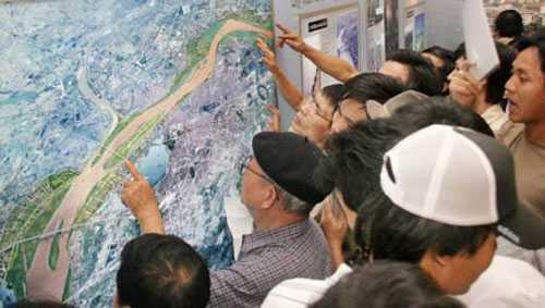 Việc xây dựng hầm vượt sông Hồng cần được xem xét thận trọng