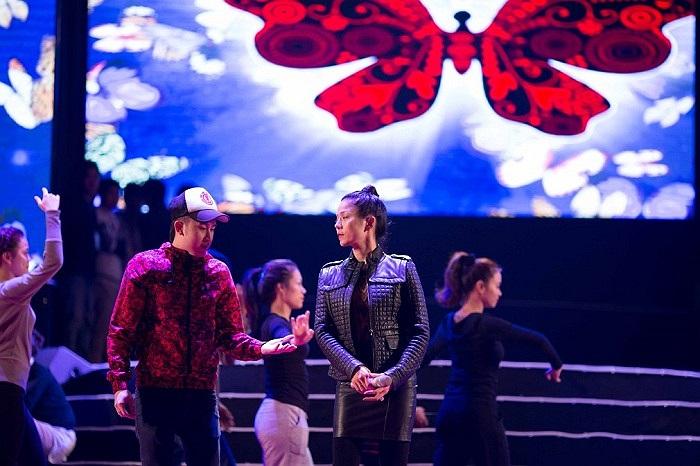 Mr.Đàm, Quang Dũng, Tuấn Hưng, Quang Lê và Dương Triệu Vũ sẽ cùng Lệ Quyên ôn lại những ký ức của người nghe nhạc Việt Nam bằng những tình khúc song ca được xem là bất hủ của làng nhạc Việt.