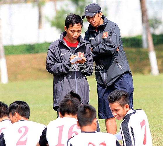 HLV Trưởng Guillaume Graechen đang trong thời gian nghỉ phép về Pháp. Nhưng ở Trung tâm huấn luyện Hàm Rồng, Pleiku, U19 Việt Nam vẫn hăng say tập luyện dưới sự chỉ dẫn của các trợ lý.
