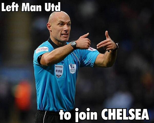 Rất nhiều CĐV đã trách Man Utd vì đã bỏ rơi... Howard Webb để ông này về với Chelsea