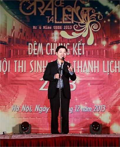 Đồng chí Phạm Huy Cường (Bí thư Đoàn Trường, thành viên Ban Giám khảo) phát biểu khai mạc Đêm Chung kết.