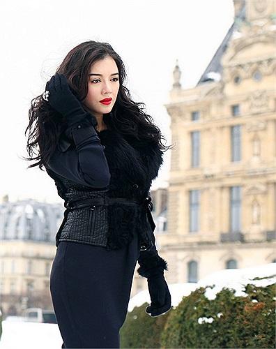 Cô xuất hiện ấn tượng không thua kém gì các ngôi sao thế giới tại liên hoan phim Cannes, ghi lại dấu ấn tại các chuyến công tác tại nước ngoài với hình ảnh sành điệu và dần vươn lên là một quý cô sang trọng bậc nhất showbiz Việt.
