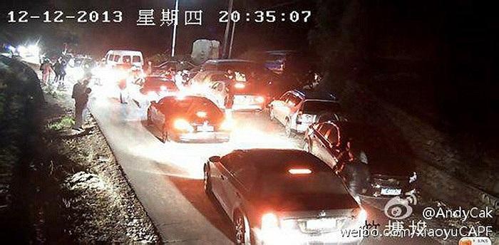 Ngay sau vụ tai nạn, không quân Trung Quốc đã điều đội cứu hộ tìm kiếm phi công mất tích