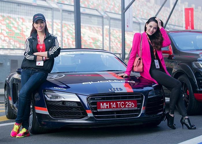 Hai người đẹp Trang Nhung, Thúy Hạnh vừa có dịp tổ lái trên đường đua F1 tại New Delhi, Ấn Độ với những siêu xe của Audi.