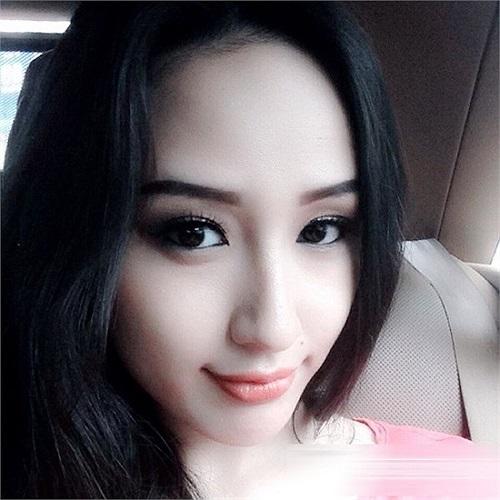 Hoa hậu Mai Phương Thúy cũng không kém cạnh...