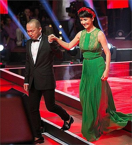 Trong đêm chung kết 'Giọng Hát Việt 2013' diva Hồng Nhung xuất hiện với những bộ váy rất đẹp.