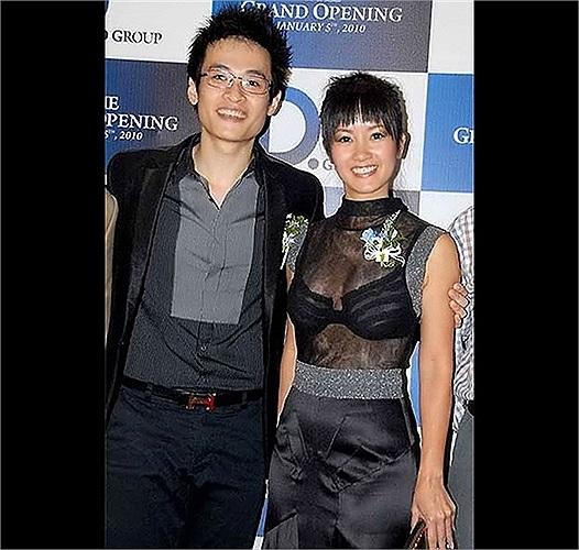 Cô Bống tỏ ra hồi teen thái quá khi diện áo xuyên thấu nội y đứng cạnh ca sỹ trẻ Hà Anh Tuấn.