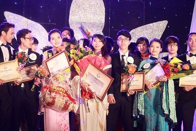 Hoa khôi của cuộc thi 'Duyên dáng Ngoại thương - Beauty & charm 2013' thuộc về nữ sinh Ngọ Hồng Vi.
