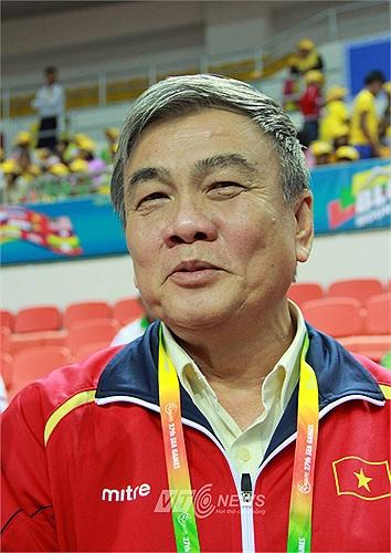 Ông Lâm Quang Thành không giấu nổi niềm vui sau khi đã phải tiếc nuối cho Trần Xuân Hiệp, Bùi Minh Phương.