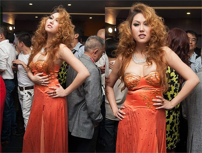 Chiếc váy không vừa khít cơ thể đã tạo nên hình ảnh không mấy đẹp đẽ của Phi Thanh Vân. Nữ diễn viên mất điểm với trang phục thiếu chỉn chu.