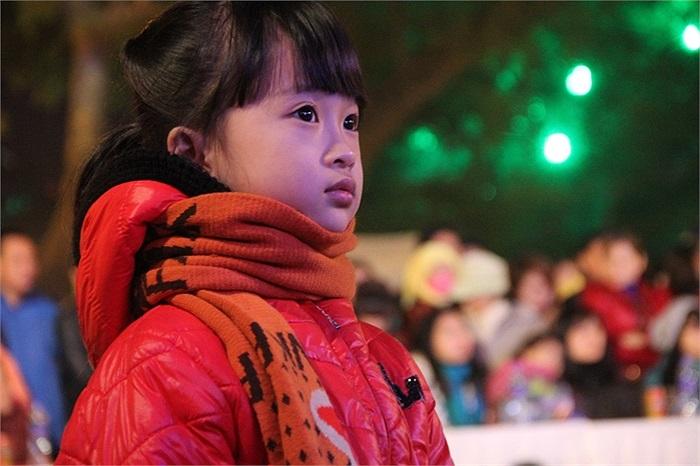 Ánh mắt trong trẻo của bé gái này khiến nhiều người phải chú ý