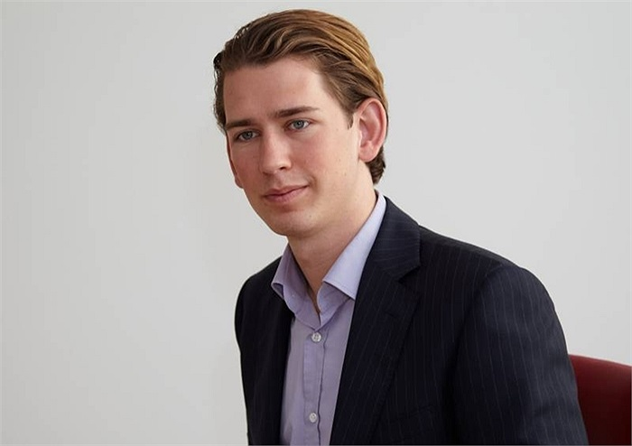 Hoàn thành nghĩa vụ quân sự năm 2004, đến 2009 được bổ nhiệm làm lãnh đạo Tổ chức Thanh niên của OVP -  Đảng Nhân dân Áo