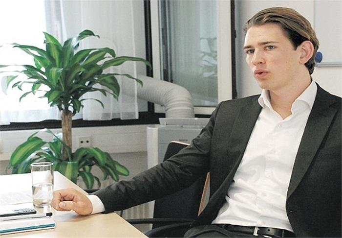 Sau chiến thắng ở cuộc bỏ phiếu địa phương năm 2010, Kurz trở thành cố vấn Hội đồng thành phố Vienna