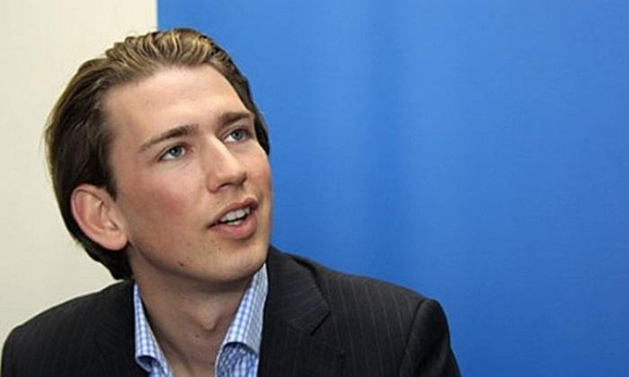 Ngày 16/12, Kurz chính thức được bổ nhiệm vị trí Ngoại trưởng Áo, trở thành vị bộ trưởng trẻ nhất ở Áo từ năm 1945 và là ngoại trưởng trẻ nhất châu Âu hiện tại