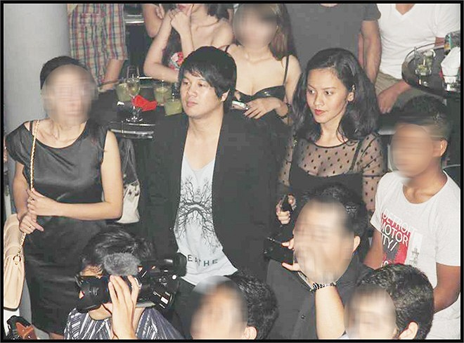 Trong một vài lần hiếm hoi cùng Thanh Bùi tới dự các sự kiện giải trí, Huệ Vân luôn giữ khoảng cách nhất định với bạn trai để tránh bị chú ý.