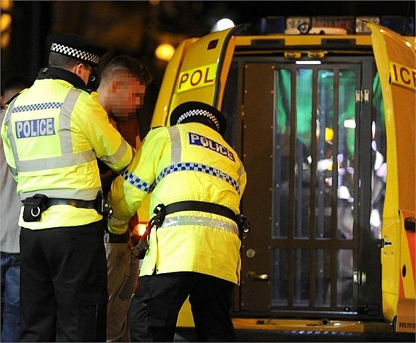 Cảnh sát bắt giữ nam thanh niên quá say sau đêm giao thừa