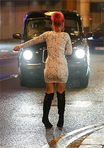 Gọi taxi theo phong cách chặn đường của người say