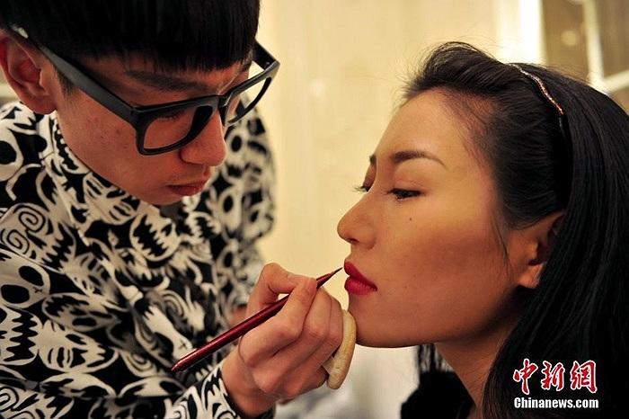 Thông thường những chuyên gia trang điểm thường tư vấn và trang điểm cho người mẫu tùy theo bối cảnh chụp hình