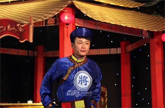 Dường như Nguyễn Anh Quân vẫn không tin vào thất bại của mình khi mà đã có lúc người ta tưởng rằng anh đã chắc chắn giành chiến thắng.