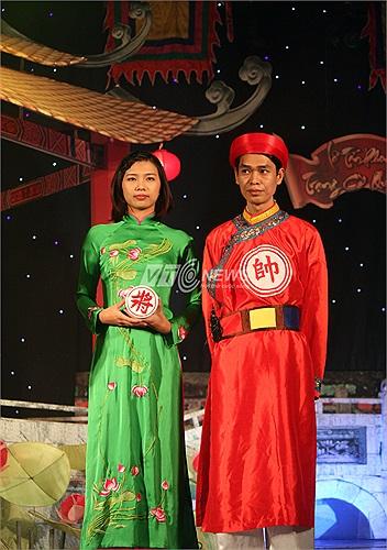 'Kỳ vương đất bắc' Phạm Quốc Hương ra mắt khán giả trước trận chung kết.