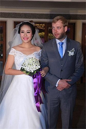 Đám cưới của Hoa hậu Thế giới người Việt Ngô Phương Lan và chồng Tây đã diễn ra vô cùng ấm cúng, cô dâu ngập tràn hạnh phúc.