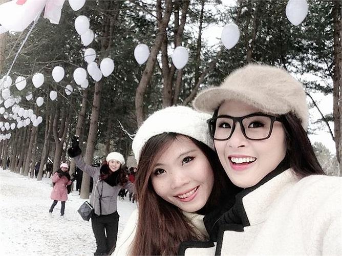 Lần đầu tiên được nhìn thấy tuyết tại tỉnh Kangwon Ngọc Hân cảm thấy rất phấn khích.