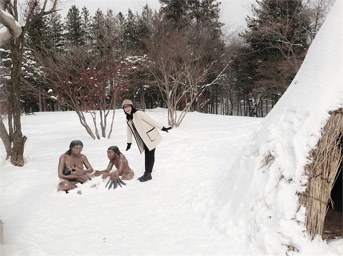 Đặc biệt cô cùng cả đoàn được đến thăm đảo Nami - bối cảnh chính để quay bộ phim nổi tiếng của Hàn Quốc 'Bản tình ca mùa đông'.