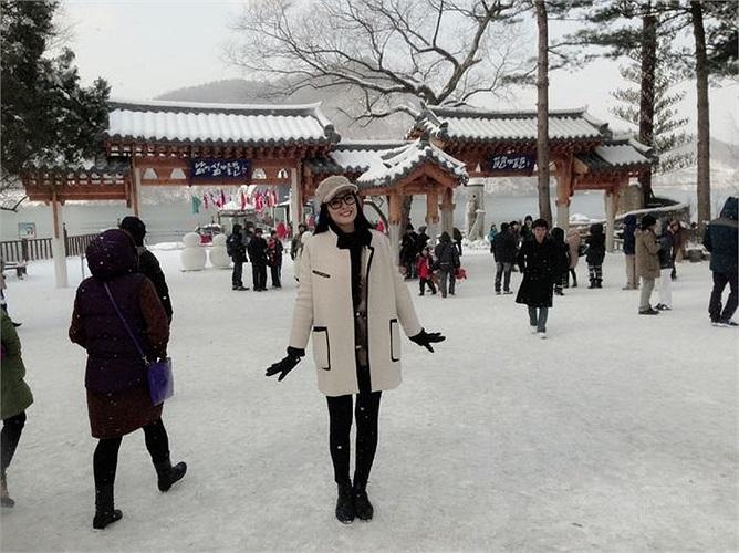 Cùng ngắm Ngọc Hân khoe sắc giữa trời tuyết trắng Hàn Quốc: