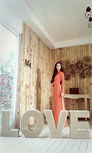 Ngô Thanh Vân dịu dàng áo dài.